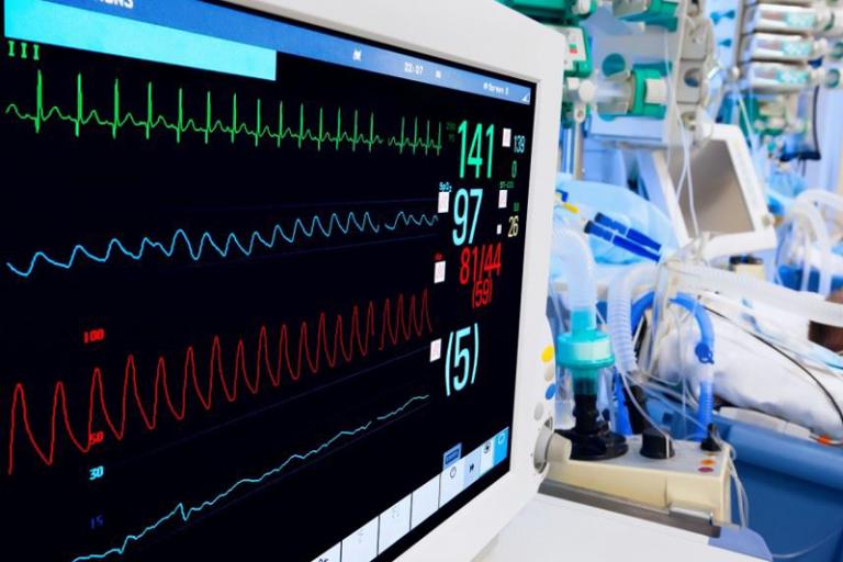 Κορωνοϊός: Ταγματάρχης του 401 διασωληνωμένος στην υπερύγχρονη ΜΕΘ του Ναυτικού Νοσοκομείου Αθηνών– Σταθερή η κατάστασή του