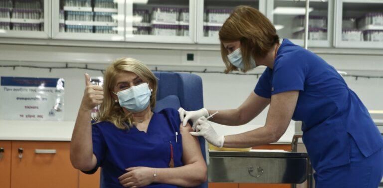 Εμβόλιο – Κορονοϊός: Εμβολιάστηκε η πρώτη Ελληνίδα νοσηλεύτρια, Ευσταθία Κομπισιούλη